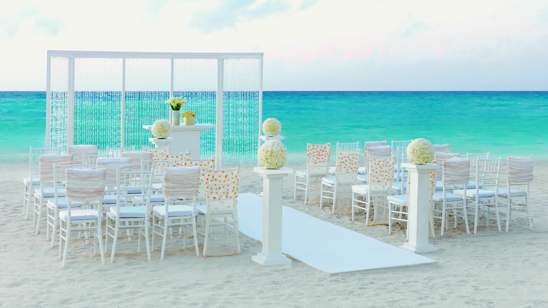 Rock your wedding with a Colin Cowie Wedding Collection at the all-inclusive Hard Rock Hotels in Mexico and the Dominican Republic.
