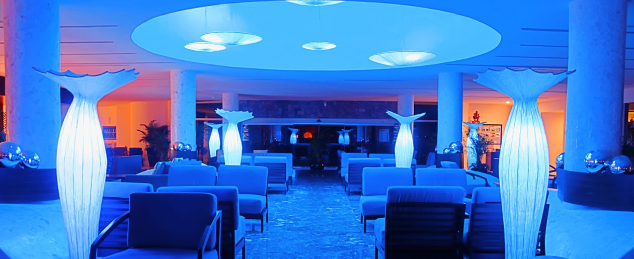 A pleasant blue welcomes you at the lobby of Azul Sensatori Mexico Hotel for your wedding group.