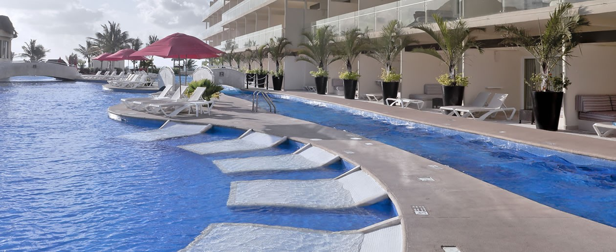 Infinity pools and swim-up to your room pools at the Azul Sensatori Mexico Hotel.