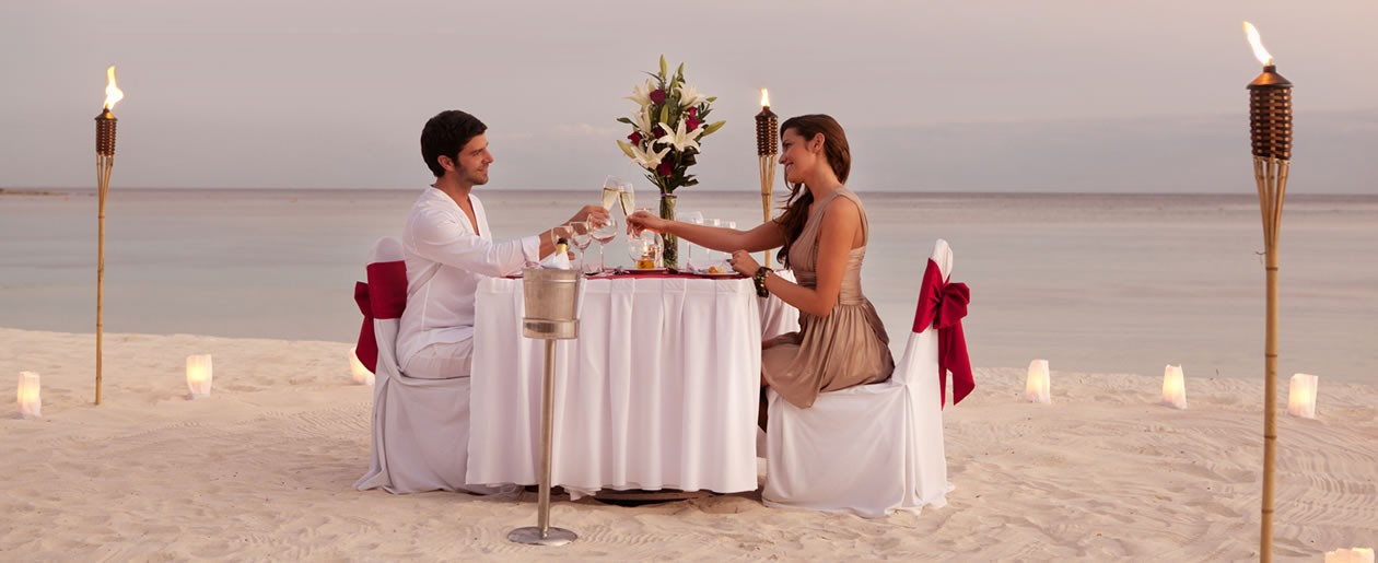 Select the perfect wedding package and extend your stay for a romantic honeymoon with your partner at the Barceló Maya Tropical.