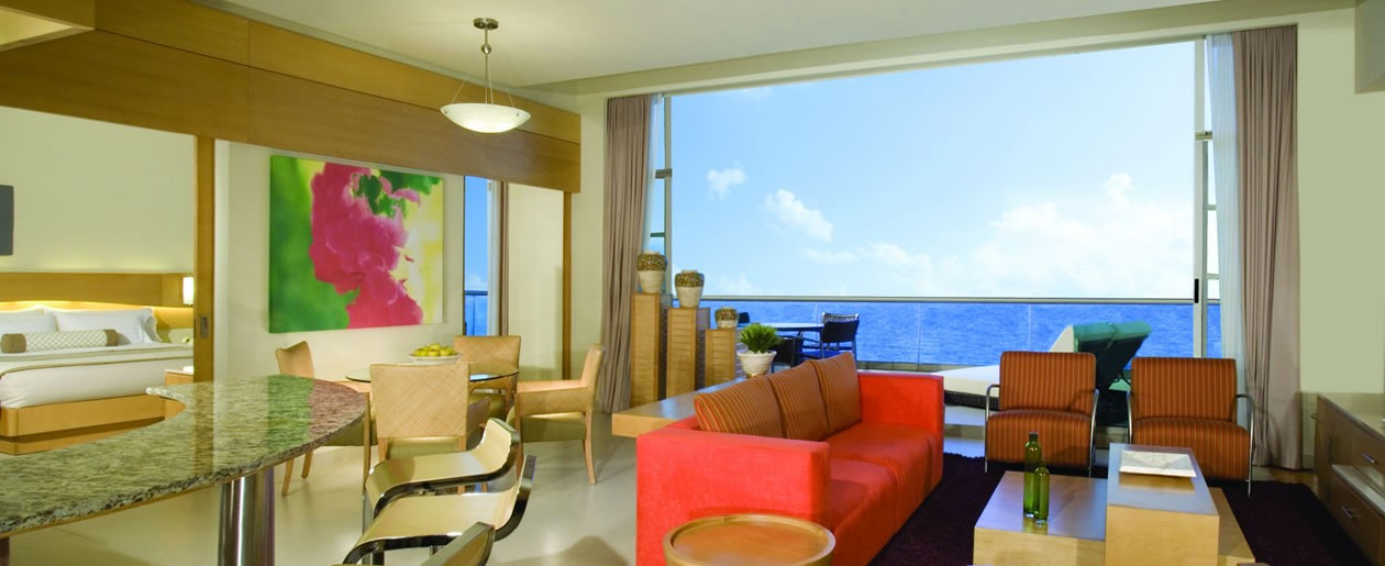 Stay at a presidential suite for unlimited romantic getaway for your Cancun wedding and honeymoon.