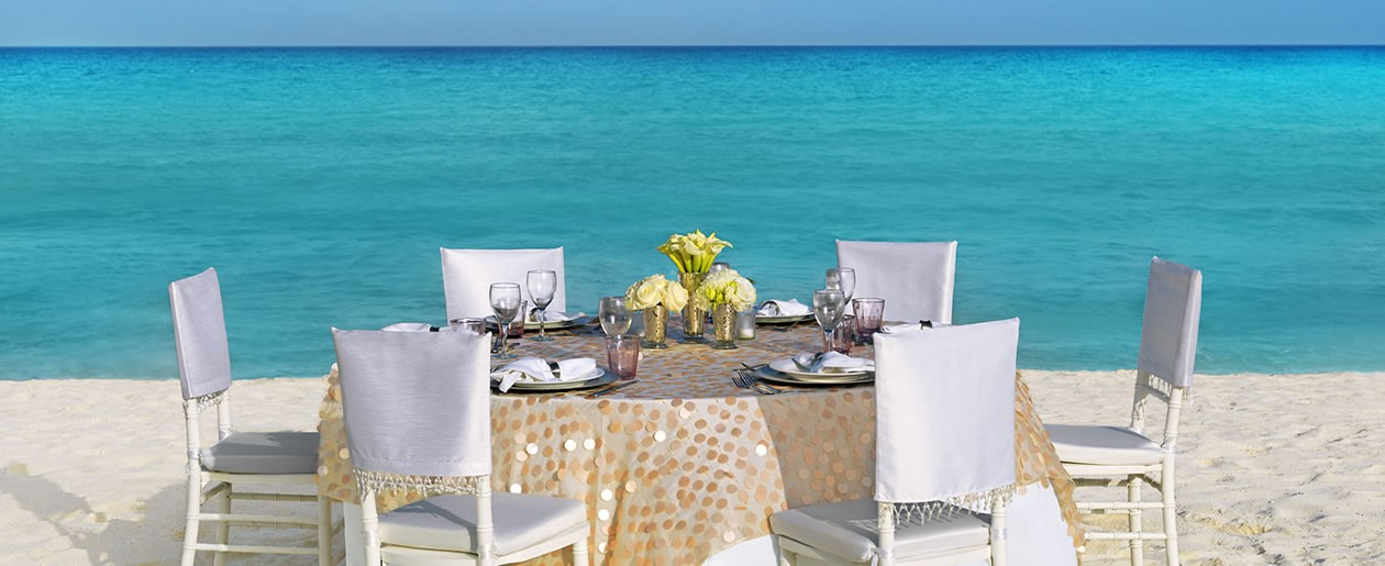 A beach wedding Pearl Shimmer Palace Resorts table wedding setup.