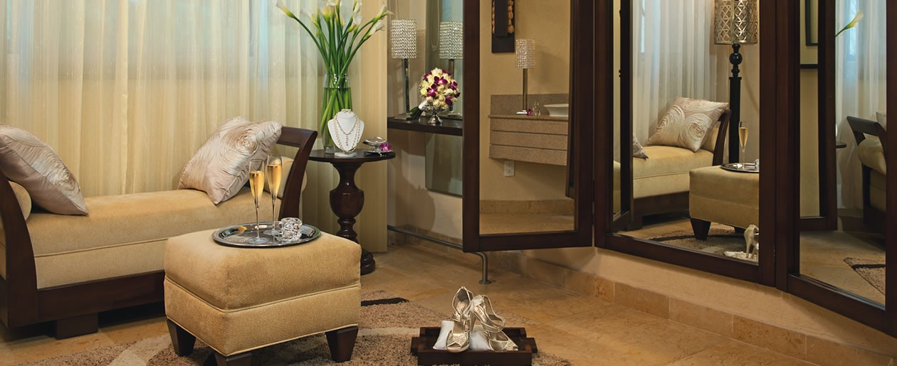 The spacious bridal suite is a perfect place for the bride to prepare for her special day.