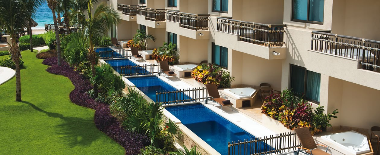 Preferred Club ground floor suites with private plunge pools.