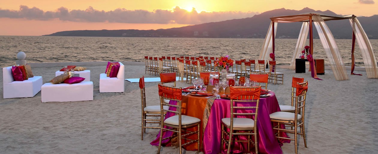 Couples can say I do on the expansive beach area with fabulous views of the Sierra Madre mountains and Banderas Bay.