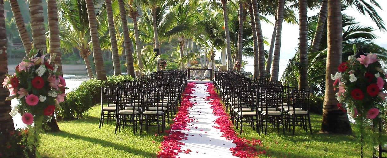 Garden ocean side wedding setup at the Grand Isla Navidad Resort.