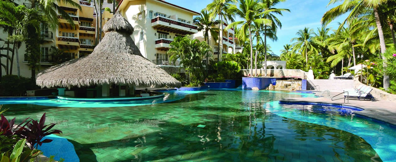 Tropical pools and swim-up bars at the Grand Isla Navidad.