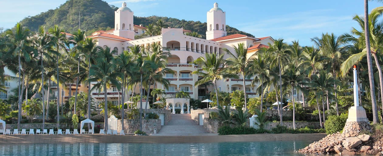 The Grand Isla Navidad offers a unique and exotic wedding destination in Manzanillo Mexico.