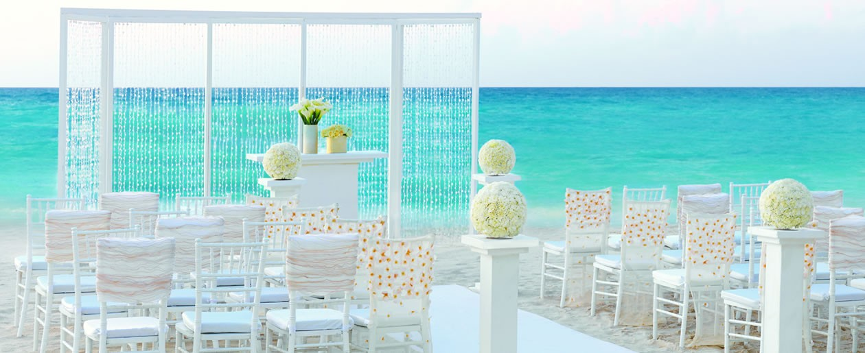 Dazzle your guests with a Elegant Ivory Collection beach setup by Colin Cowie.