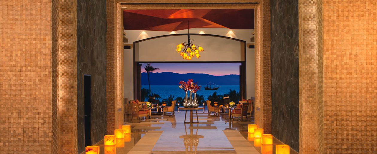 Stunning views of the Pacific are captured in the lobby.