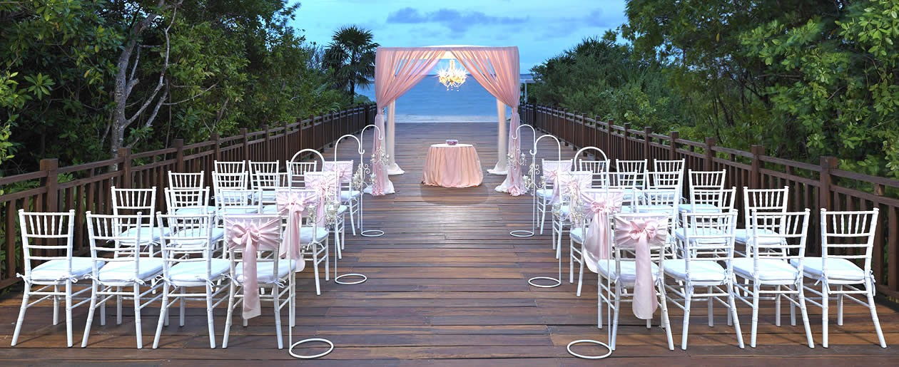 The stunning Paradisus wedding set-up on the boardwalk to the beach.
