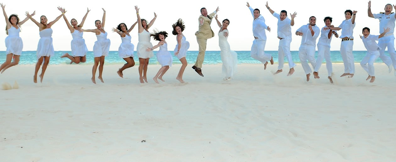 Palace Resorts offers attractive group benefits when getting married at the Playacar Palace.