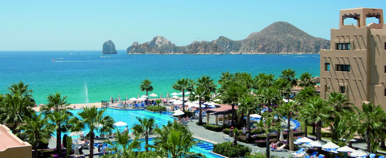 Cabo San Lucas famous arches and the Sea of Cortez, the perfect combination for your wedding on the beach at Riu Santa Fe.