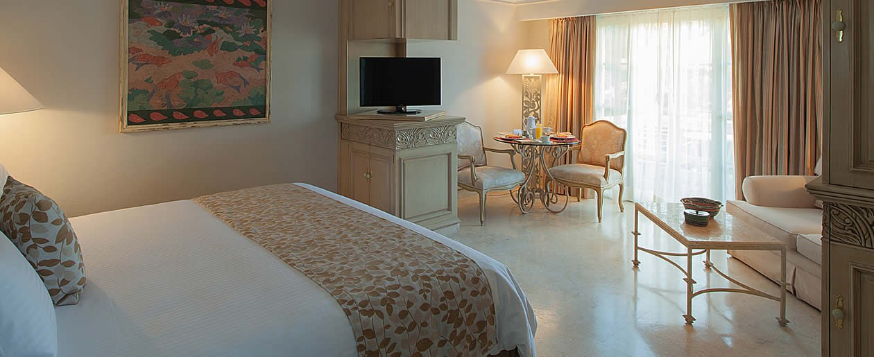 The Grand Deluxe rooms offer lagoon and marina or bay views.