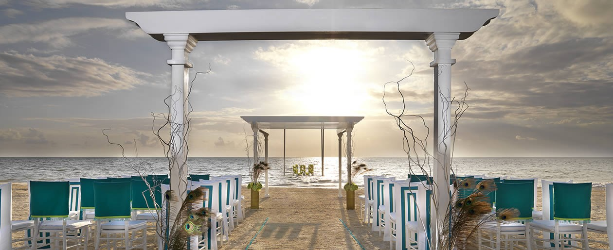 The Exotic Peacock Palace wedding package combines turquoise and light blue sky, and sea green colors.