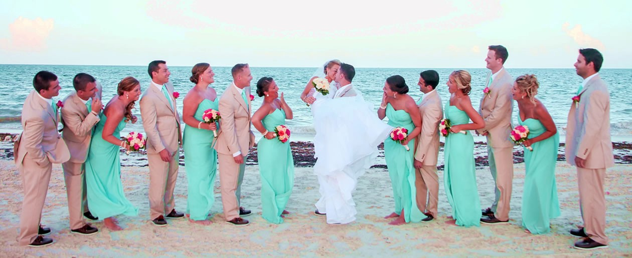 Celebrate your marriage in paradise at the Moon Palace with family and loved ones.